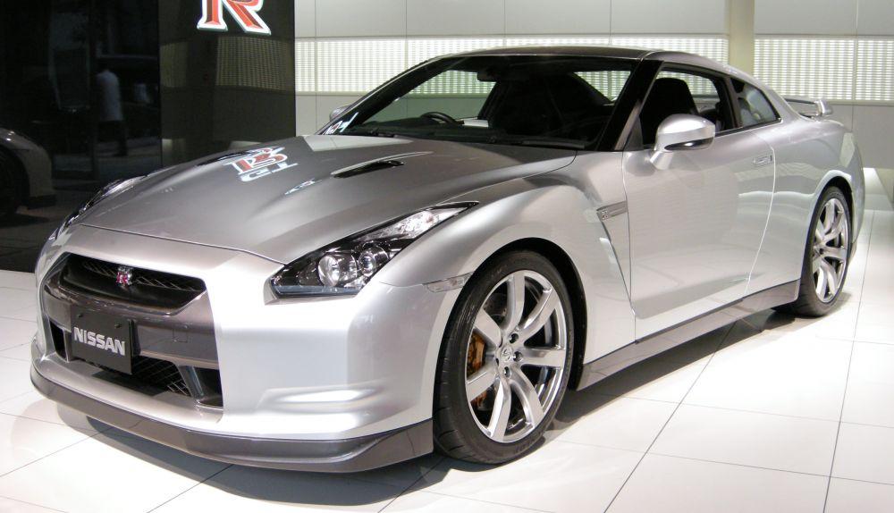 Nissan GT-R metade do preco